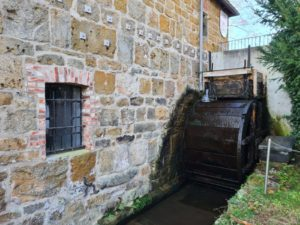 Das Mühlrad der Rhader Wassermühle